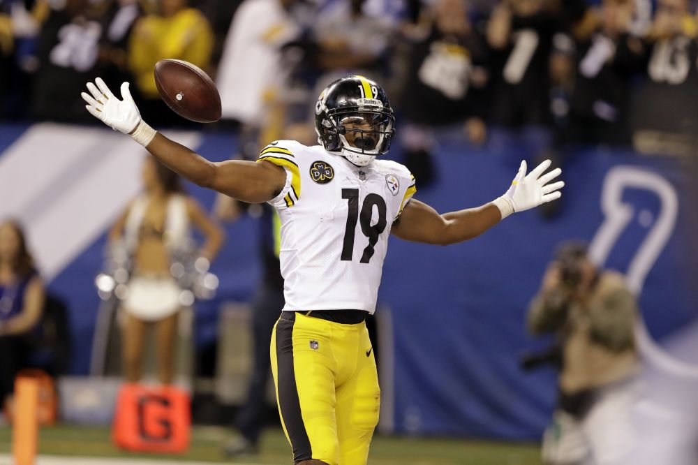 Steelers receiver JuJu Smith-Schuster tried to pull off a celebration mocking A.J. Green's fight last week. (AP)