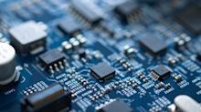 How Does STMicroelectronics's (EPA:STM) P/E Compare To Its Industry, After The Share Price Drop?