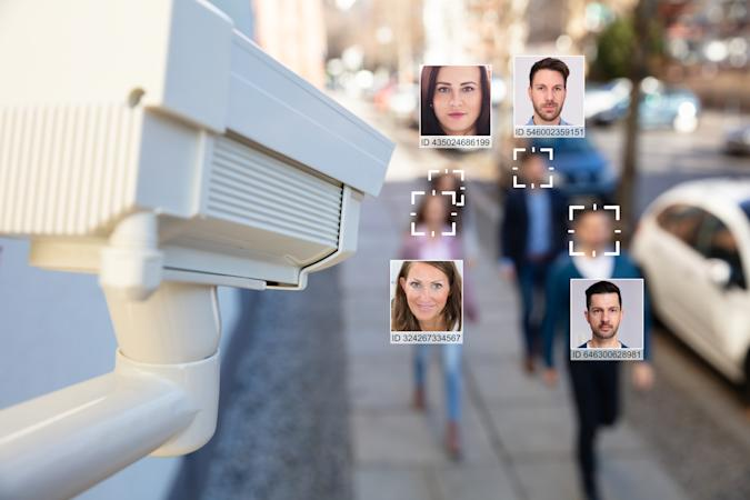 Selective Focus Of People Faces Recognized With Intellectual Learning System