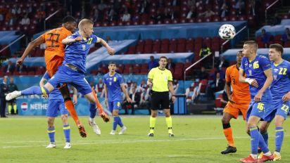 L'Olanda vince all'esordio, 3-2 all'Ucraina di Shevchenko