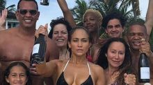 Jennifer Lopez comemora 49 anos e impressiona com boa forma