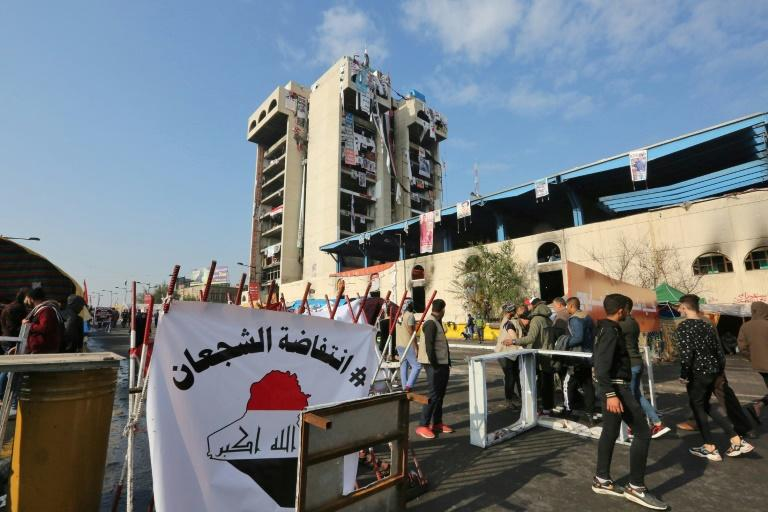 Protesters hang gunman in Baghdad square