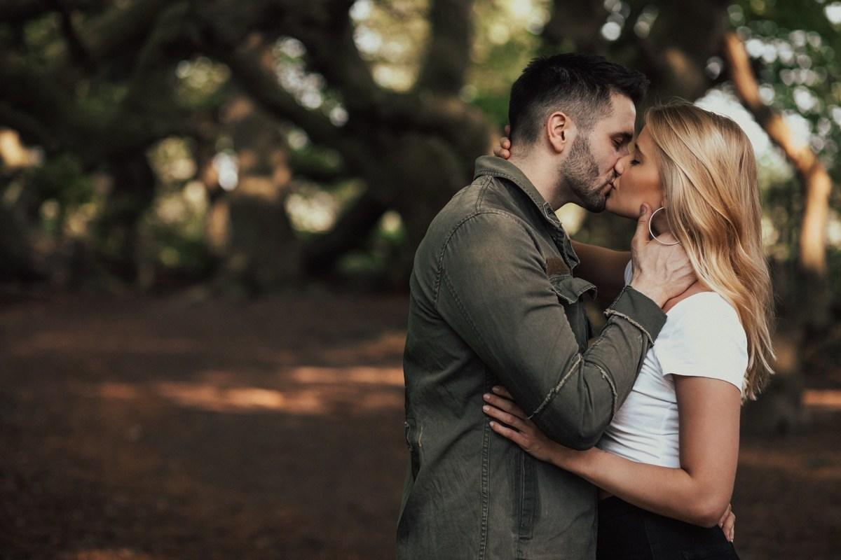 This Is Why People Close Their Eyes When They Kiss