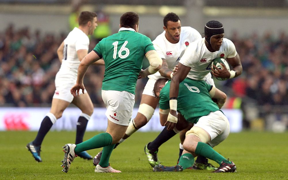 England struggled to find a way past an energetic and determined Ireland outfit - Copyright (c) 2017 Rex Features. No use without permission.