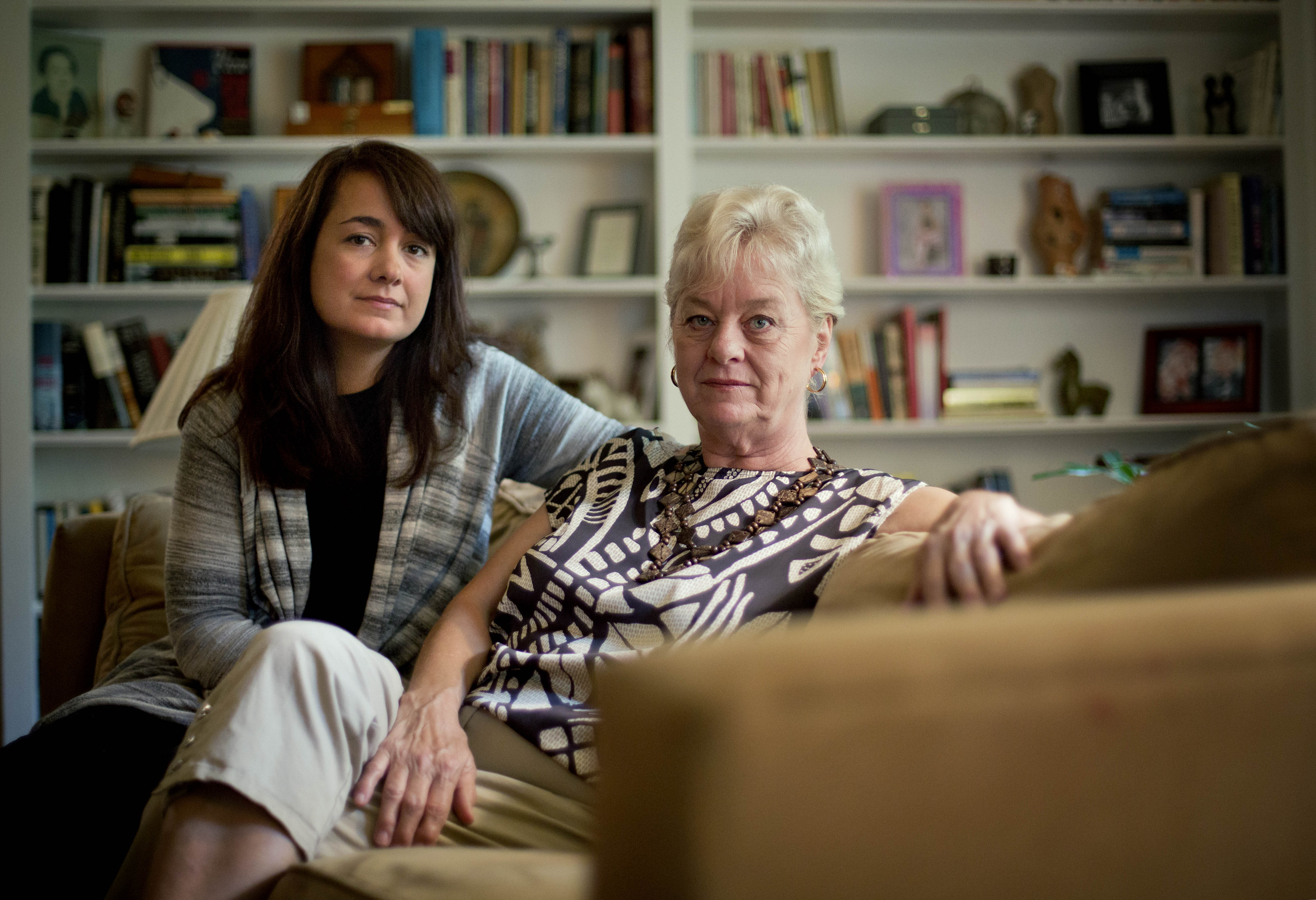 """Keely Walker Muse, left, sits with her mother Eve Walker in the living room of her home in Atlanta, Saturday, Aug. 17, 2013. Mexican drug lord Rafael Caro Quintero was sentenced to 40 years in prison for the 1985 murders of her father, journalist John Clay Walker, his friend Alberto Radelat, and DEA agent Enrique """"Kiki"""" Camarena, among other crimes. According to witnesses interviewed by DEA agents hunting for Camarena's killers, the cartel had mistaken Walker and Radelat for undercover agents. Caro Quintero walked free this month, 12 years early, after a local appeals court overturned his sentence for three of the murders. For the families of the six Americans slain before Camarena, the decision has awakened bitter memories of the brutality that ushered in the modern era of Mexican drug trafficking. (AP Photo/David Goldman)"""