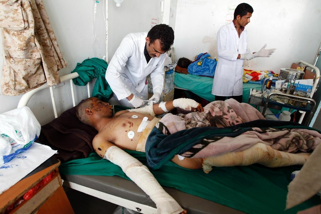 Yemeni doctors treat a man man who was wounded during reported Saudi-led coalition air strikes at a hospital in the capital Sanaa on August 21, 2016 (AFP Photo/Mohammed Huwais)