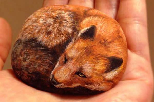 No te pierdas estos realistas dibujos de animales sobre piedra - Dibujos de piedras ...