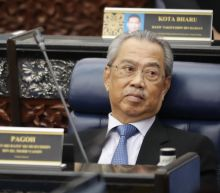 Malaysian PM's key ally demands early polls in new snag