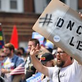 DNC makes a public apology to Bernie Sanders after email leaks