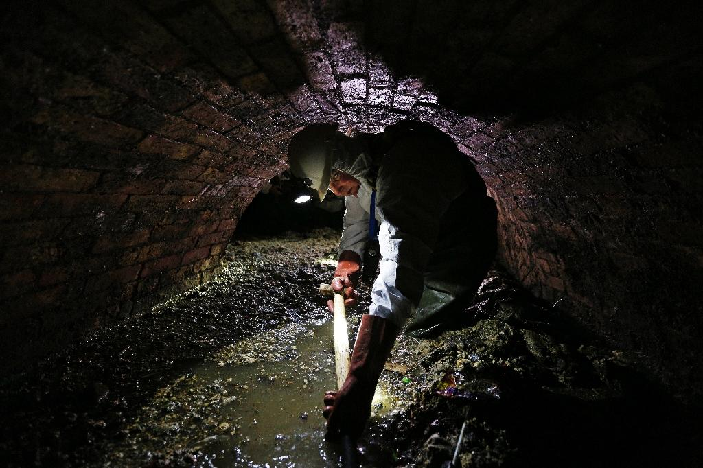 Utility companu Thames Water clears up an average of three fat related blockages and five blockages caused by items including wet wipes every hour from its sewers in London and the Thames Valley