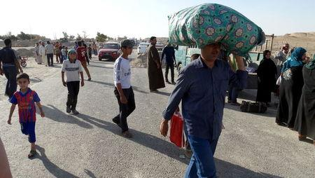 Sunni people flee the violence in the city of Ramadi