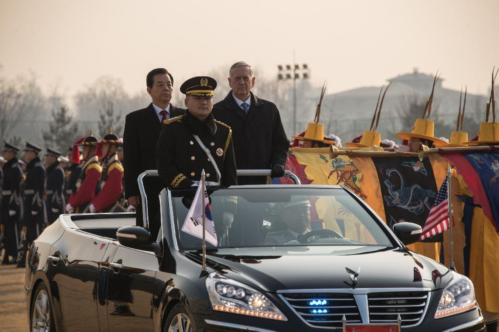 US Defense Secretary James Mattis (R) attends an honour guard ceremony with his South Korean counterpart Han Min-Koo (L) at the Defense Ministry in Seoul on February 3, 2017 (AFP Photo/Ed JONES)
