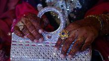 Mãe é condenada no Reino Unido por obrigar a filha a se casar no Paquistão