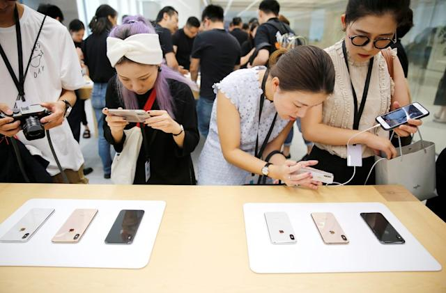 Smartphone sales in China plummet to their lowest in six years