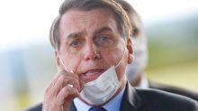 Bolsonaro veta diversos pontos de lei que obriga uso de máscaras em locais públicos