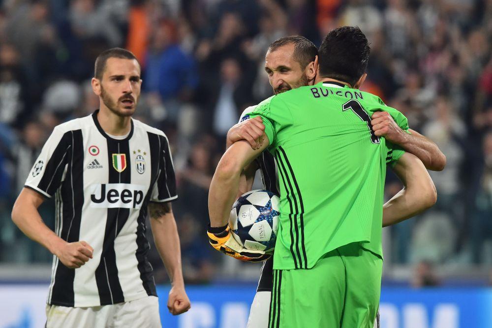 La Juventus celebró su clasificación en el vestuario del Camp Nou