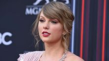 Taylor Swift encourages fans to vote early: 'It makes it so quick and easy'