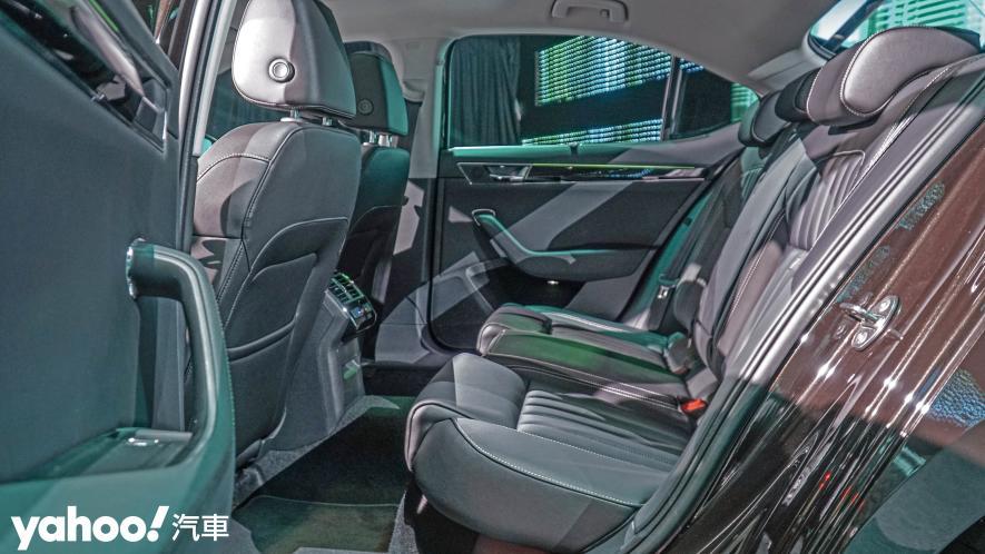 小改款也能脫胎換骨!超級房車2021 Škoda Superb Limo & Combi車型聯袂登場! - 10