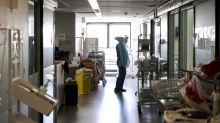 Plan blanc dans les hôpitaux de Lyon : le nombre de patients en réanimation dans le Rhône a été multiplié par huit en un mois et 92% des lits sont occupés, indique l'ARS