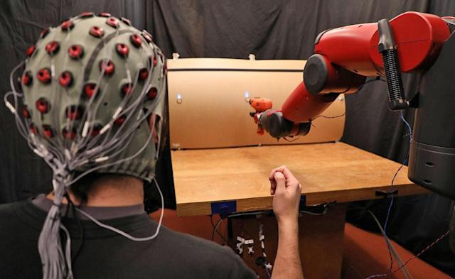 MIT uses brain signals and hand gestures to control robots