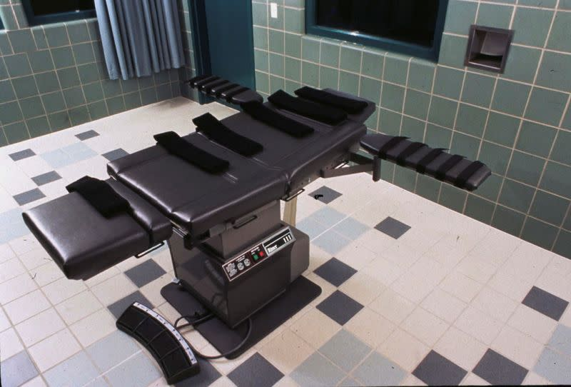 U.S. judge blocks second federal execution in 17 years