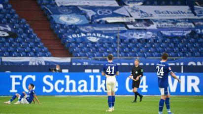 Hertha Berlin vence de virada Schalke e se afasta do rebaixamento no Alemão