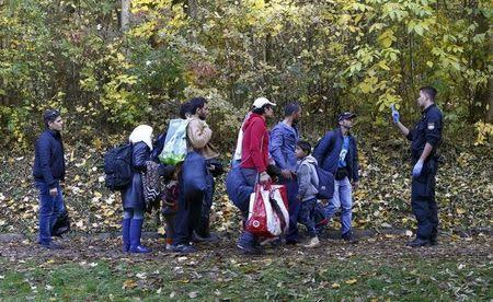 Migrants arrive at Austrian-German border in Achleiten