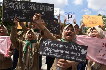 Muslim students shout slogans during a protest against Valentine's Day celebrations in Surabaya, Indonesia, February 13, 2017 in this photo taken by Antara Foto. Picture taken February 13, 2017. Antara Foto/Zabur Karuru/ via REUTERS