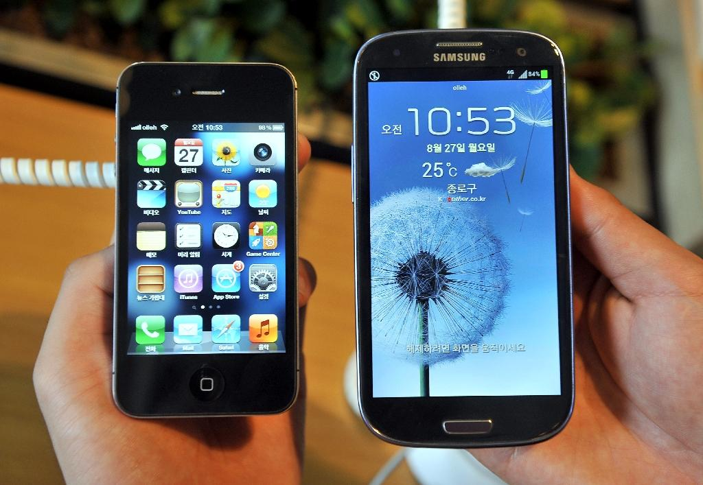 Italy says Apple and Samsung have engaged in 'planned obsolescence' tricks (AFP Photo/JUNG YEON-JE)