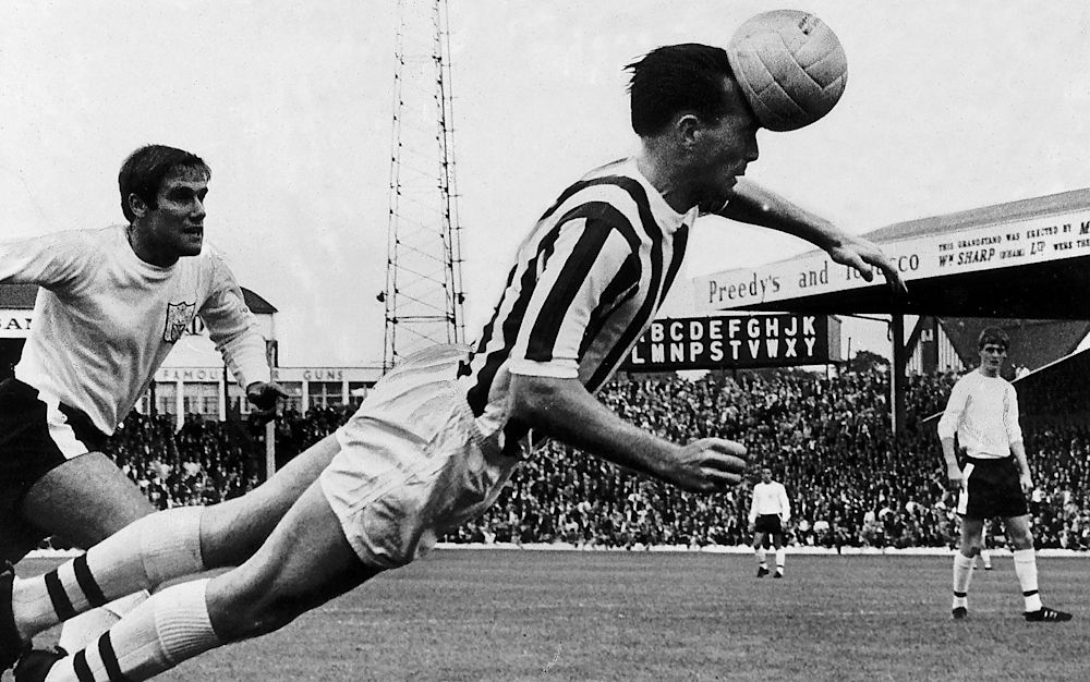 Jeff Astle, seen heading a ball for West Brom, die with Chronic Traumatic Encephalopathy - Mirrorpix