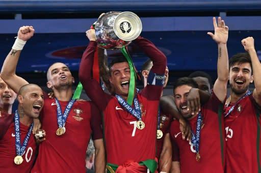 55fefe5337 El seleccionado de Portugal celebra su título luego de vencer a Francia en  la final de
