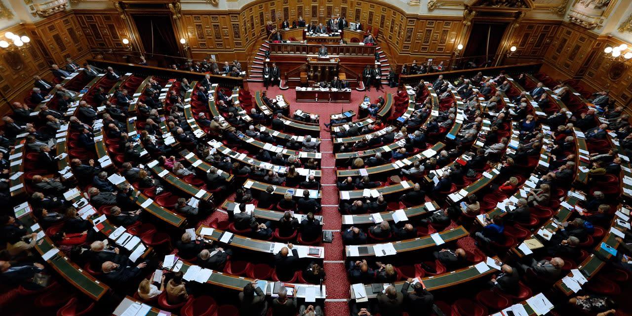 Pass sanitaire : le Sénat vote pour l'exclusion des mineurs et des terrasses