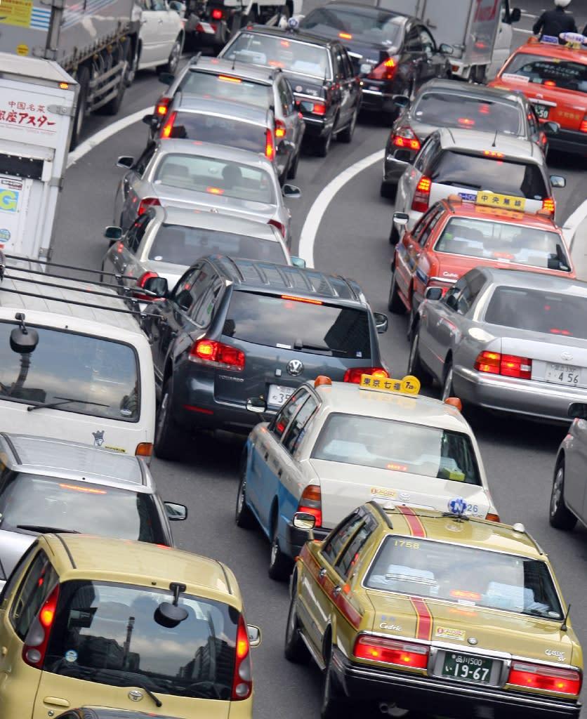 Cars jam a street in Tokyo (AFP Photo/Toru Yamanaka)
