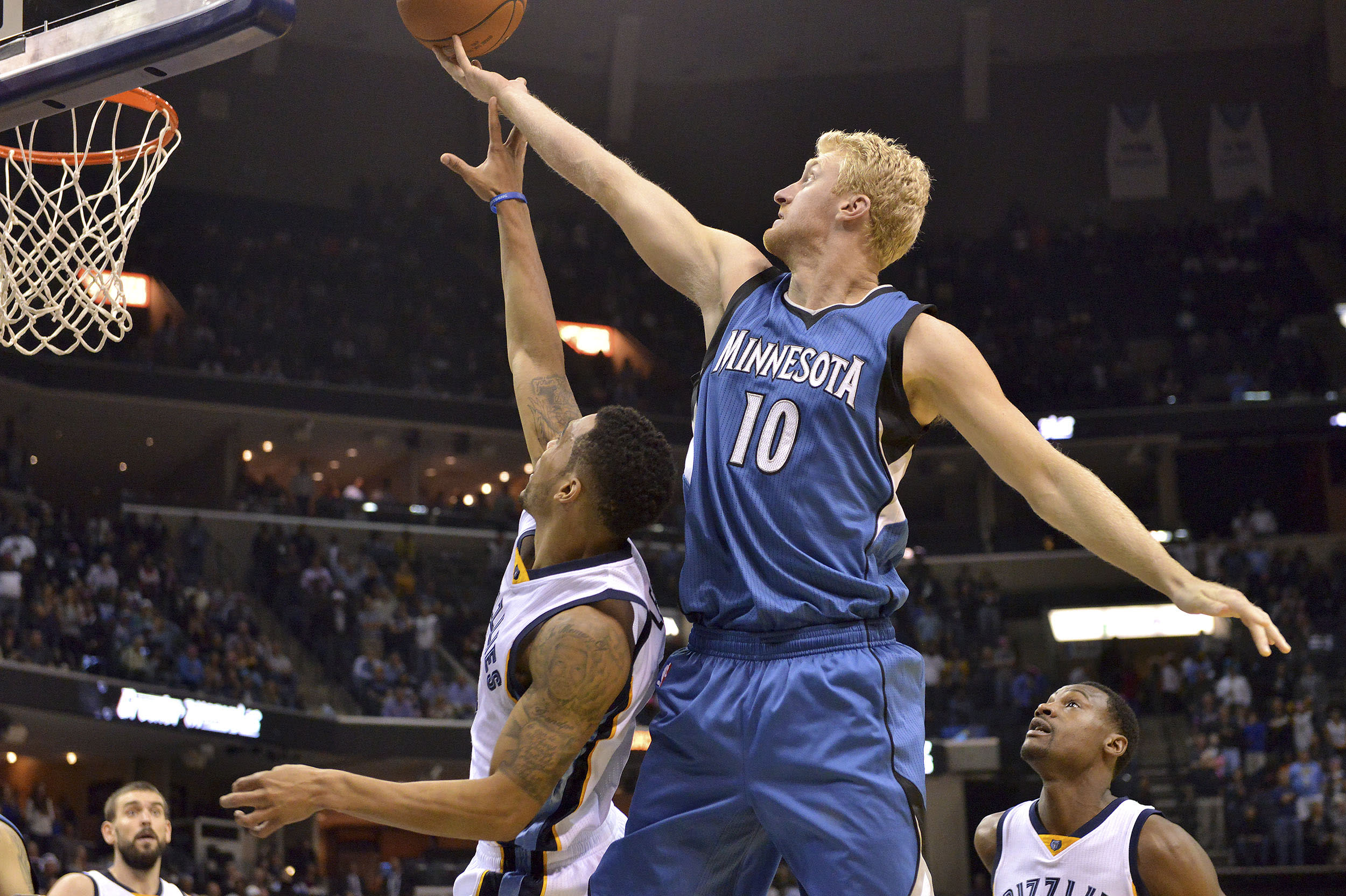 Sources: Chase Budinger picks up contract option, passes on free agency