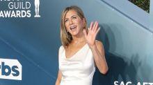 Jennifer Aniston Admits 'Peer Pressure' Made Her Join Instagram at 2020 SAG Awards