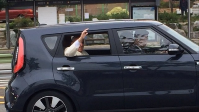 Pope Passes by in Kia Soul on South Korea Visit