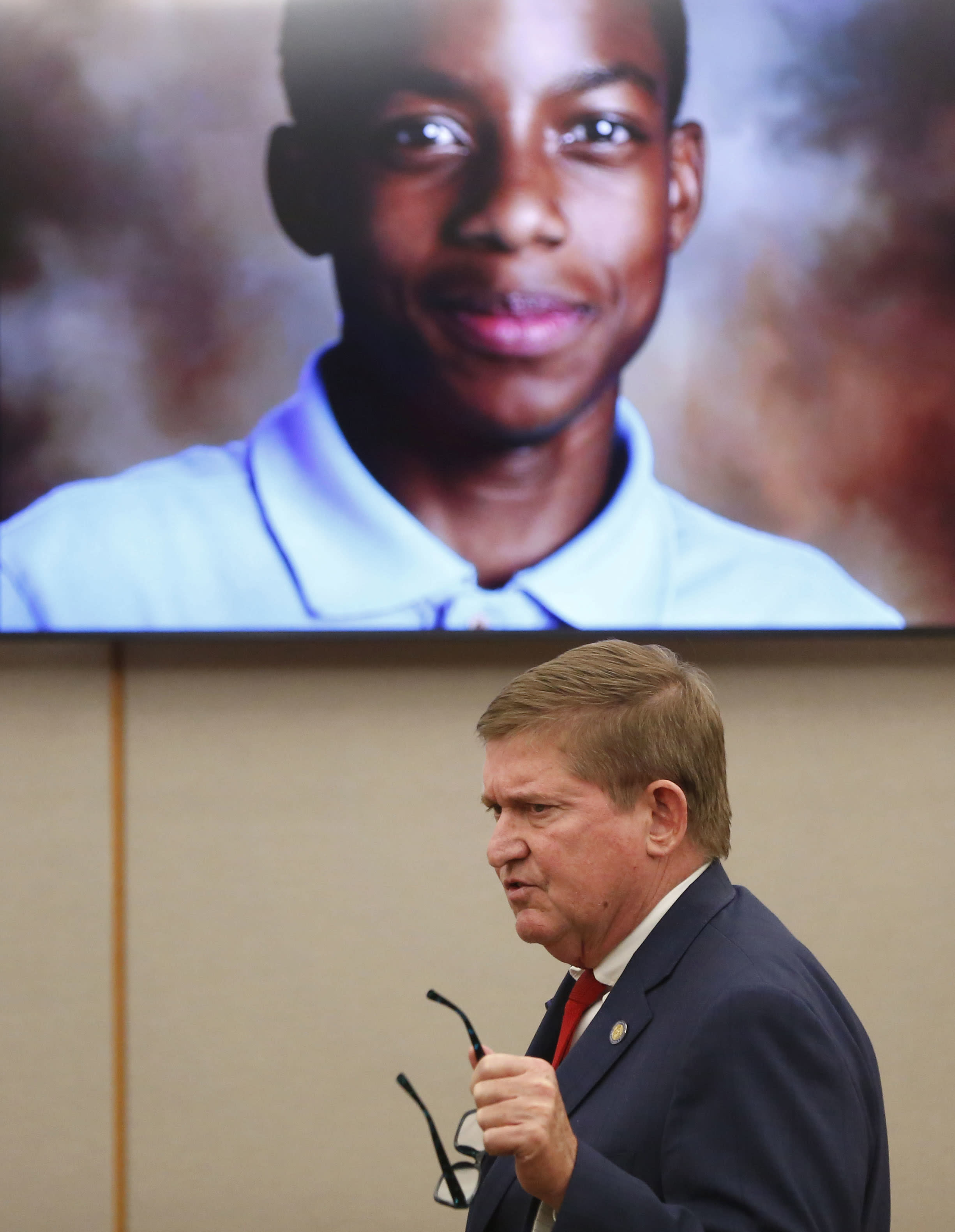 Lead prosecutor Michael Snipes gives a closing argument in the trial of former Balch Springs police officer Roy Oliver, who is charged with the murder of 15-year-old Jordan Edwards, at the Frank Crowley Courts Building in Dallas on Monday, Aug. 27, 2018. (Rose Baca/The Dallas Morning News via AP, Pool)