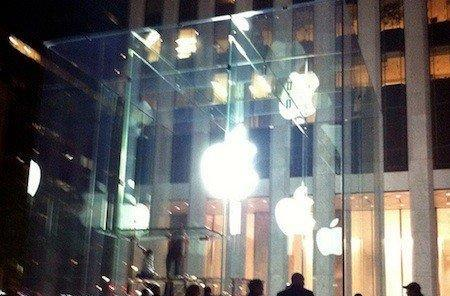 Apple reveals new glass cube at 5th Avenue Apple Store