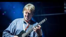 """A guitarra """"entorta cérebros""""de Allan Holdsworth se calou para sempre"""