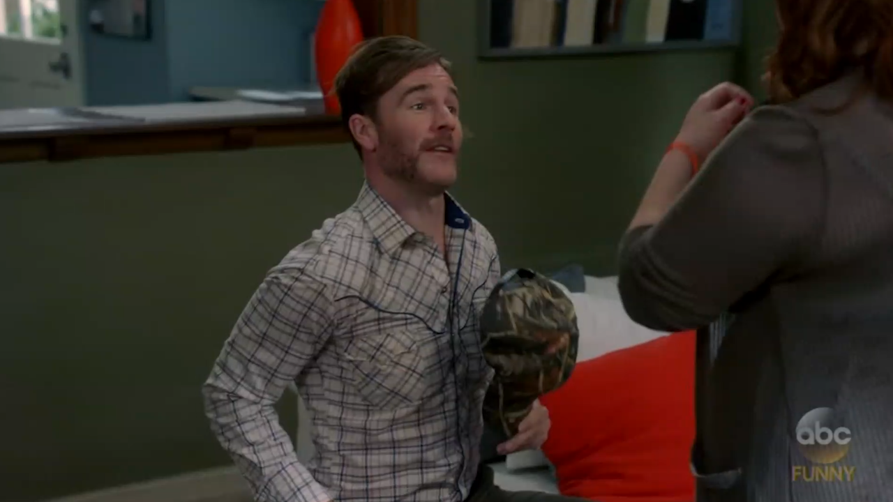 james van der beek showed up on 39 modern family 39 as. Black Bedroom Furniture Sets. Home Design Ideas