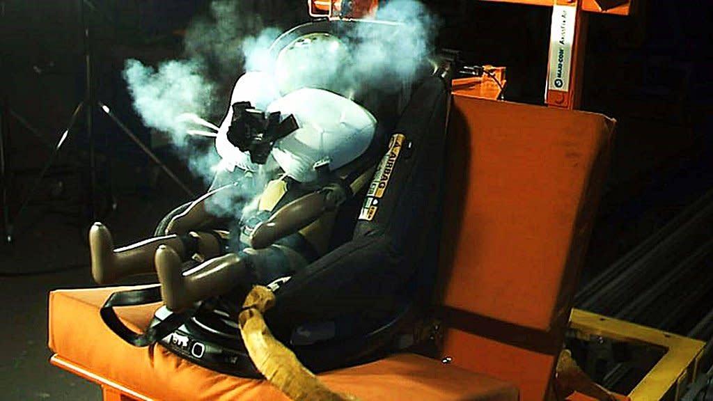世界第一個內建氣囊的嬰兒座椅AxissFix Air問世,可減少碰撞衝擊