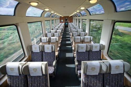 圖/加大設計的觀景窗,讓乘客與洛磯山脈曠野森林零距離(圖由近代旅行社提供)。