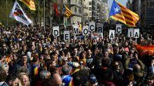 Greve e bloqueios de vias na Catalunha contra o processo de separatistas