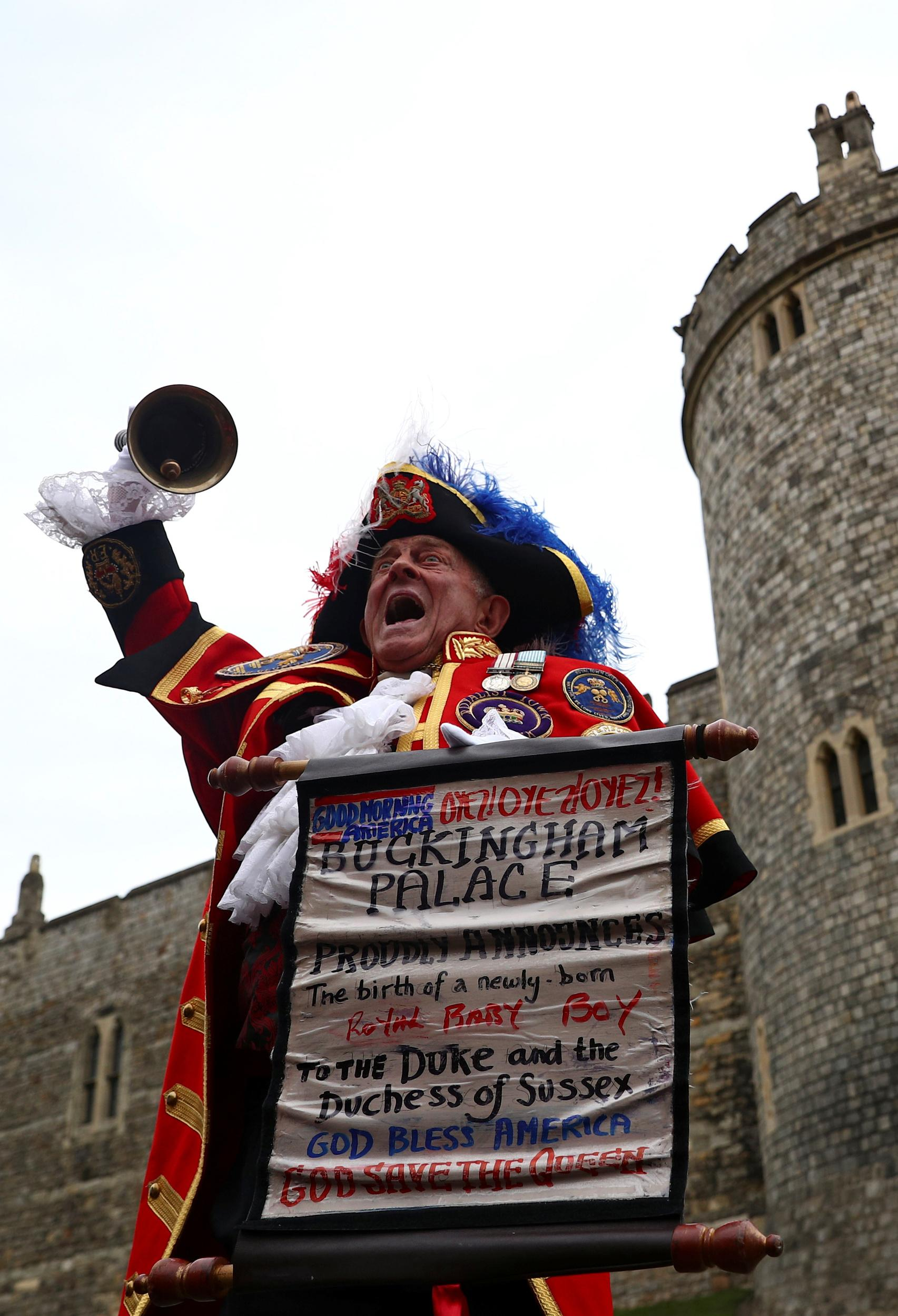 A man dressed in a costume makes an announcement outside Windsor Castle that Britain's Meghan, the Duchess of Sussex gave birth to a boy, in Windsor, Britain May 6, 2019. REUTERS/Hannah McKay