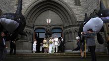 Elizabeth May's wedding dress a 'walk through a garden' on Earth Day