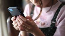 """Mädchen ändert Mamas Arbeits-E-Mail in """"Mach dir in die Hose"""" – und sie merkt es ewig nicht"""