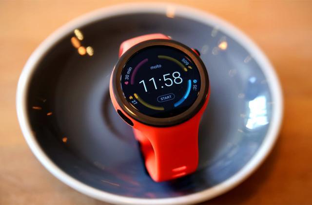 Moto 360 Sport review: Solid smartwatch, subpar workout tool