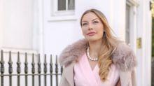 Une experte en relation confie pourquoi certains hommes riches et séduisants fréquentent des femmes ordinaires