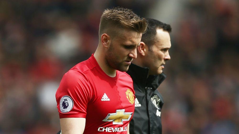 """Tegola per il Manchester United, Mourinho annuncia: """"Stagione finita per Shaw"""""""