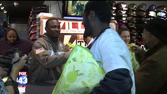 NFL Star Gives Out Free Turkey Dinners To 250 Needy Families